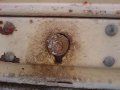 ¿Cómo quitar la silicona en las cerraduras?